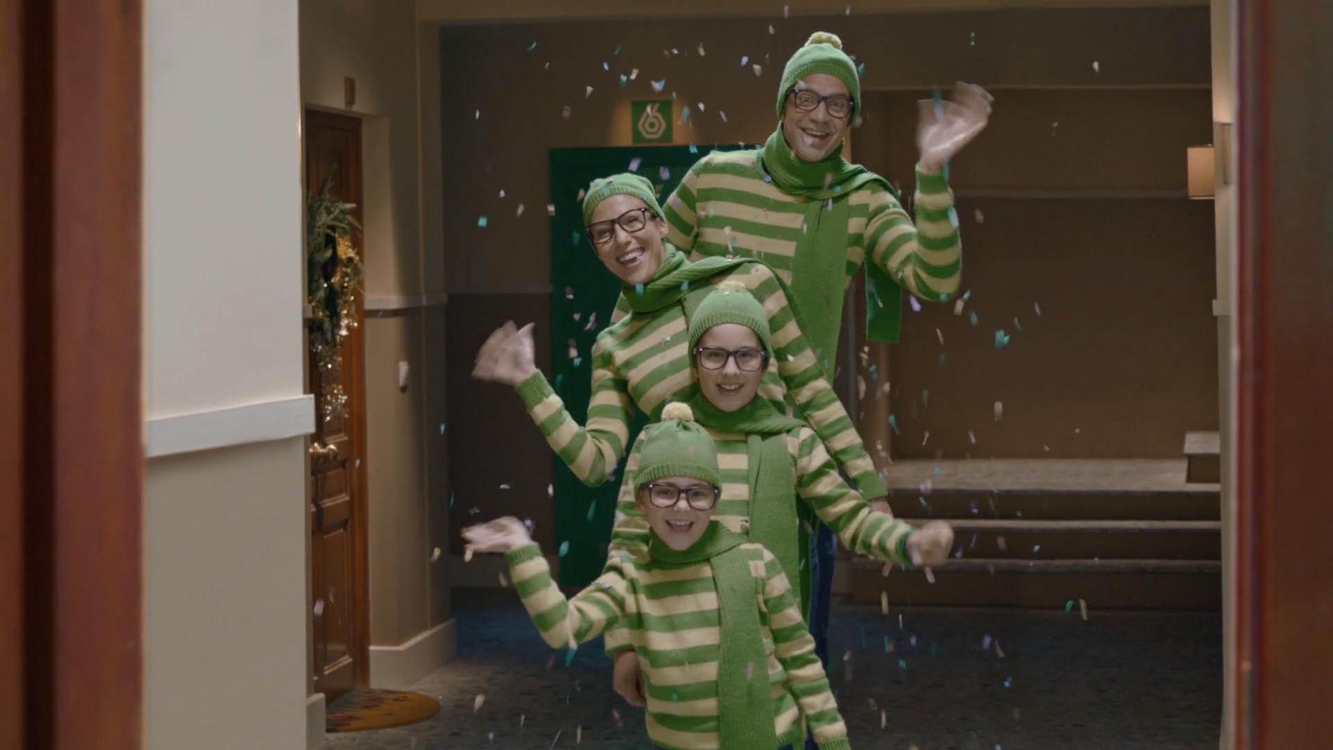 feliz-navidad-la-sexta-el-exilio-familia-saludando-gafas-video-1920x1080.jpg